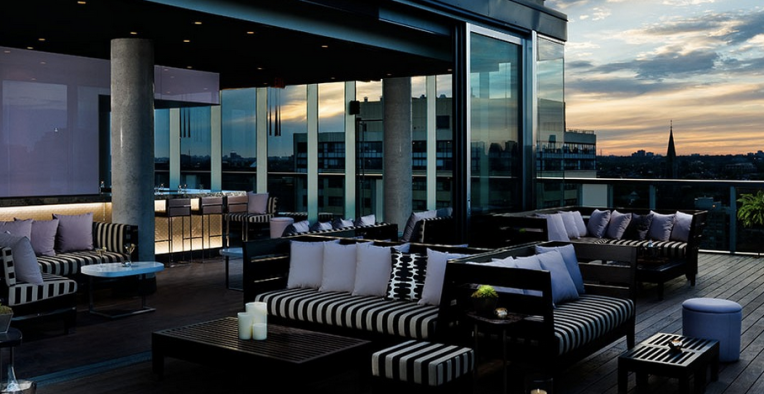 Rooftop lounge at Thompson Hotel Toronto © Thompson Hotels