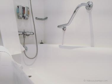 Balcony stateroom 8216 bathroom with bathtub