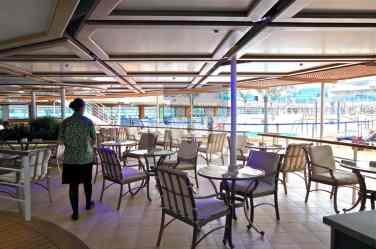 Royal Princess - Pool Bars and seating