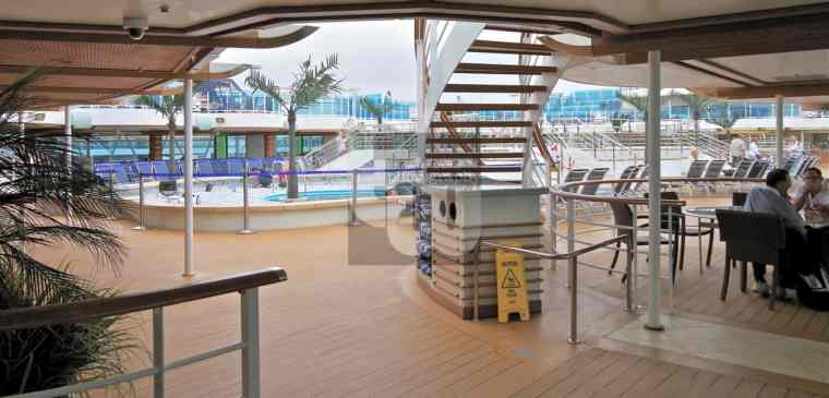 Royal Princess - Pool Bars and seating