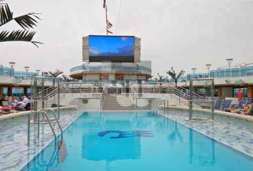 Royal Princess - Fountain Pool