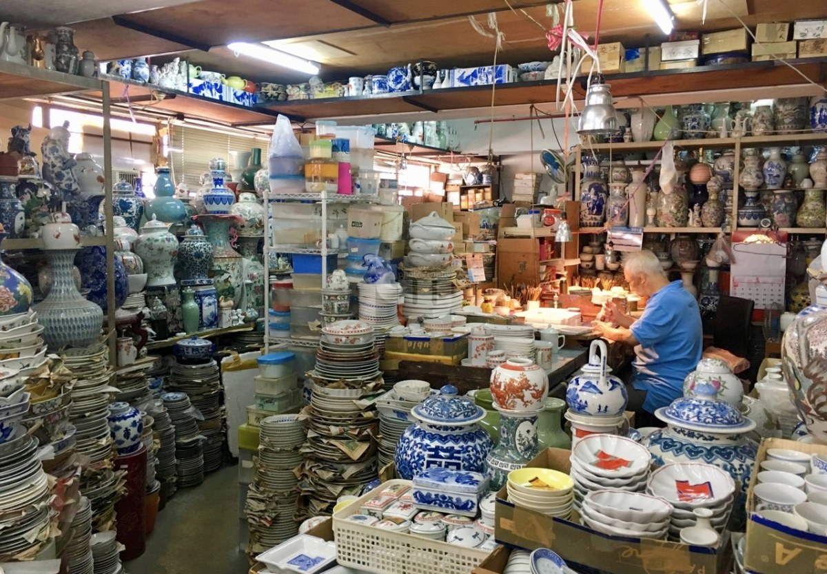 Hong Kong | Yuet Tung China Works - Souvenirs that Last
